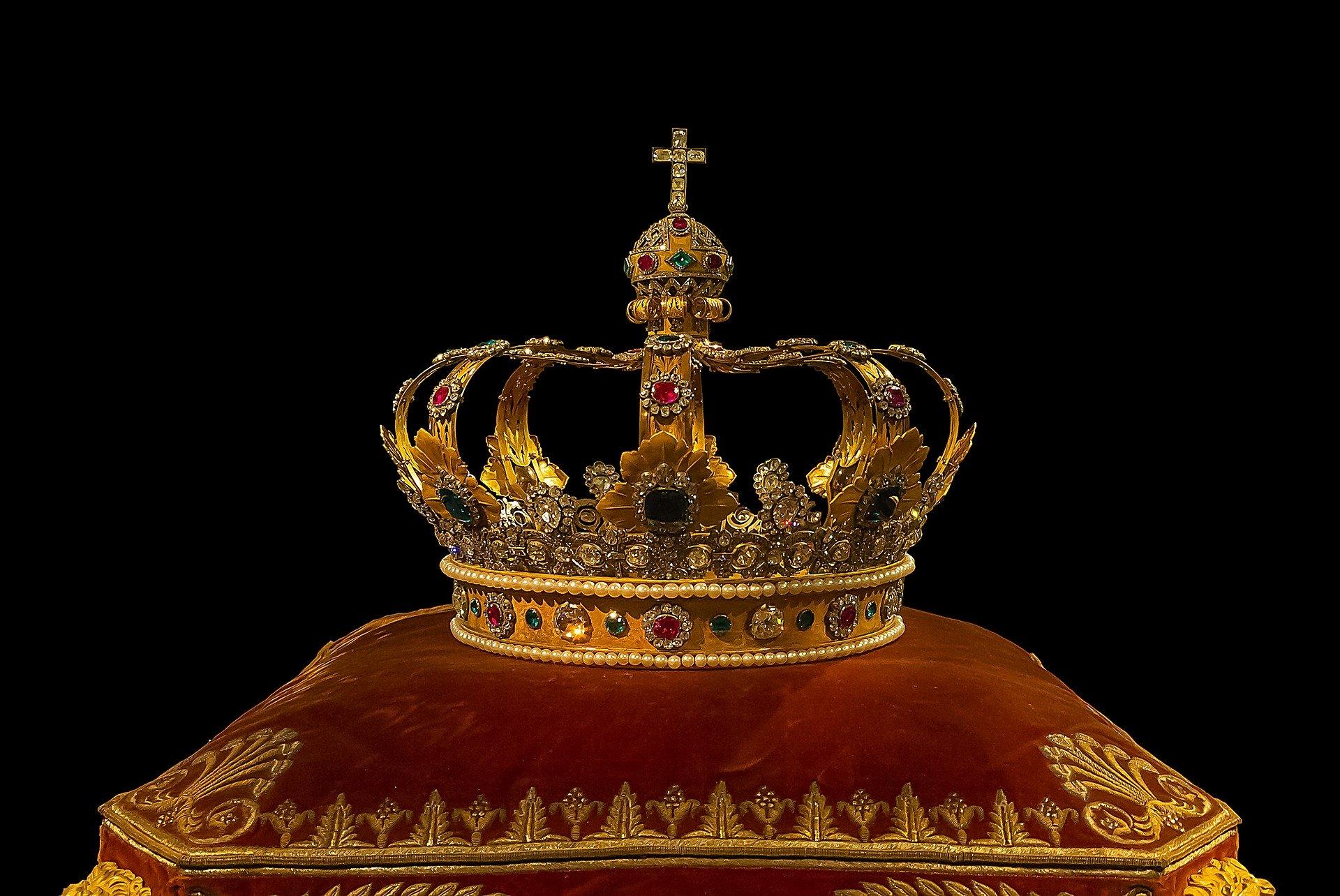 """El término """"Coronavirus"""" habría sido creado para desprestigiar a las monarquías y a Burger King"""