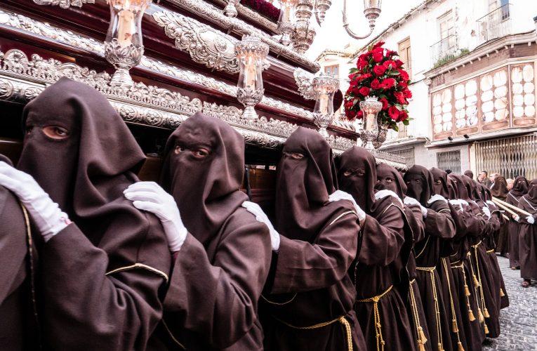 Andalucía impondrá a los costaleros de Semana Santa que sepan hablar francés a partir del año que viene