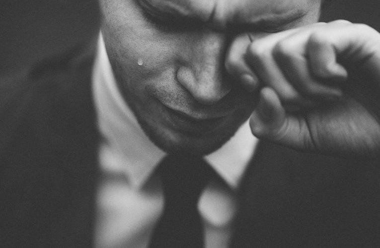 Un treintañero recién independizado entra en depresión al darse cuenta de que su mamá ya no le hará nunca más el bocata para el trabajo